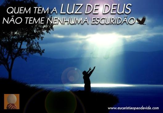 quem tem a luz de Deus, não teme nenhuma escuridão